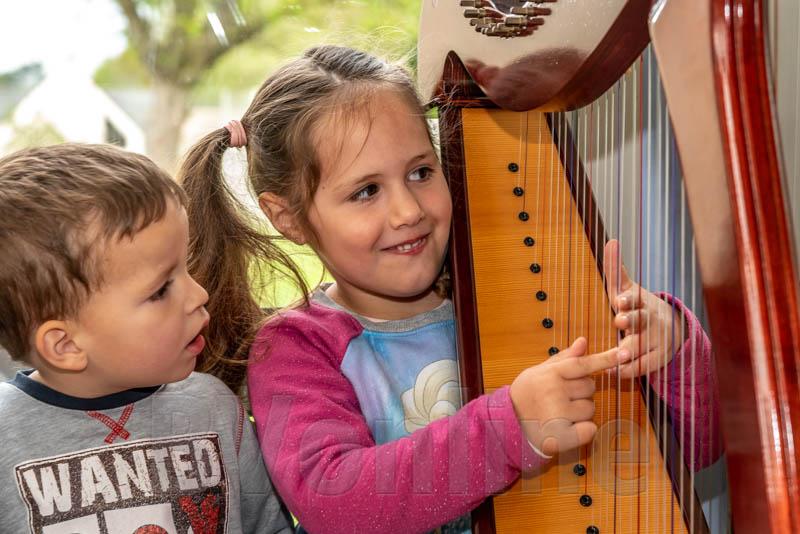 Enfant harpe